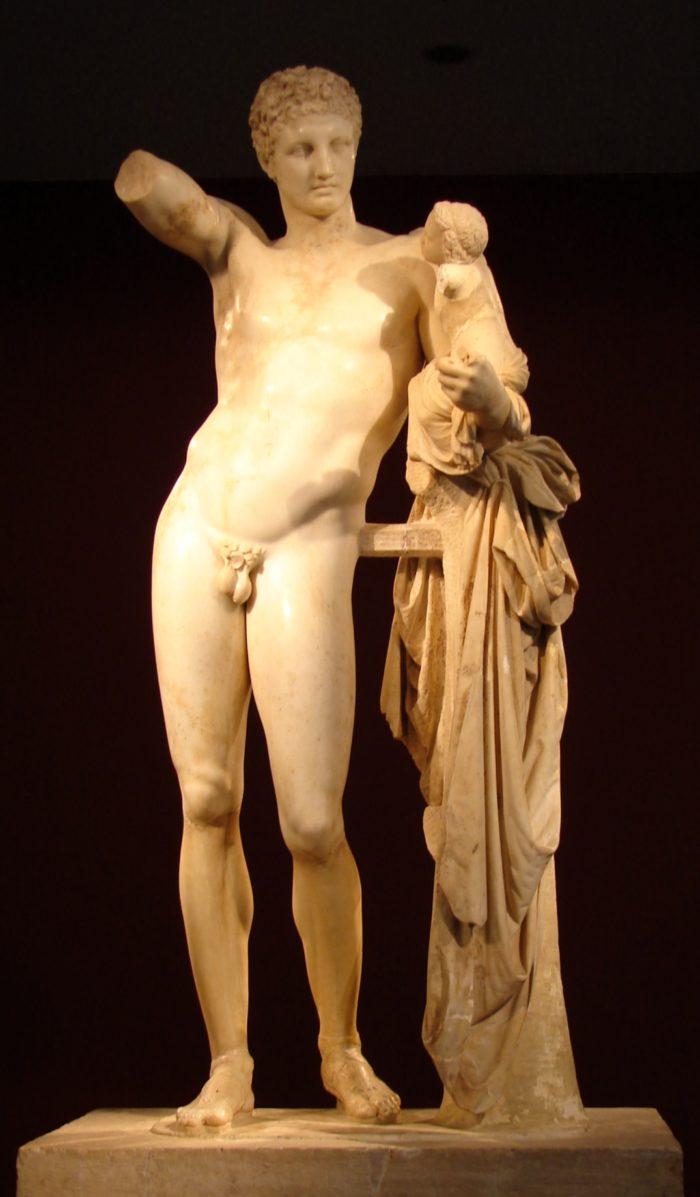 プラクシテレス作と言われる『幼いディオニューソスを抱くヘルメス』オリンピア考古学博物館