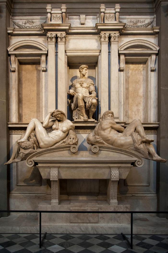 メディチ家の霊廟の像として作られたものを石膏像は頭部だけ切り取ったもの。