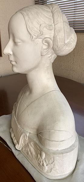 肖像彫刻の典型。記録性重視で特徴を捉えて、残す。