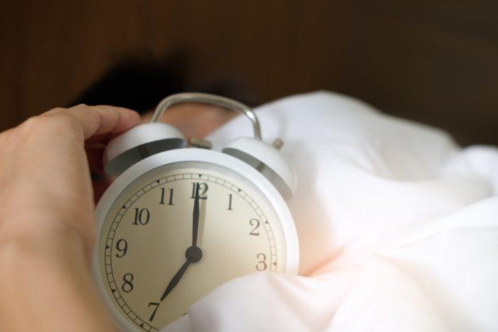 夜中に目が覚めてしまった時の行動と対策。中途覚醒の自分なりの対処法をまとめました。